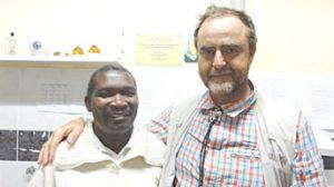 Dr. Pfäffl bei einem Besuch in Tansania | VisuLASE Augenlaserzentrum Weilheim
