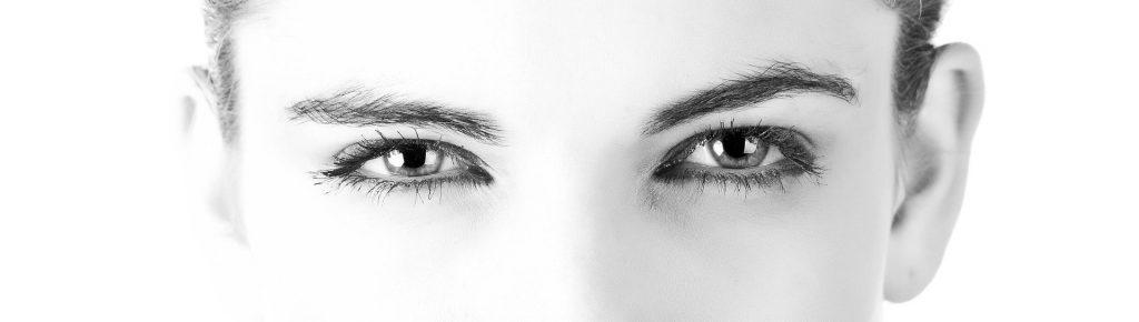 Headerbild Frauen Augen schwarz weiß